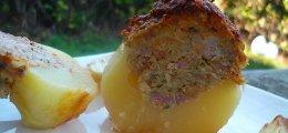 Patatas rellenas de carne picada y roquefort